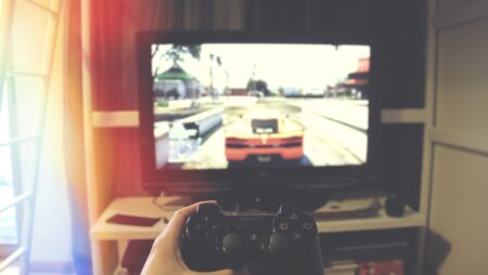 The Pros and Cons of Online Gaming